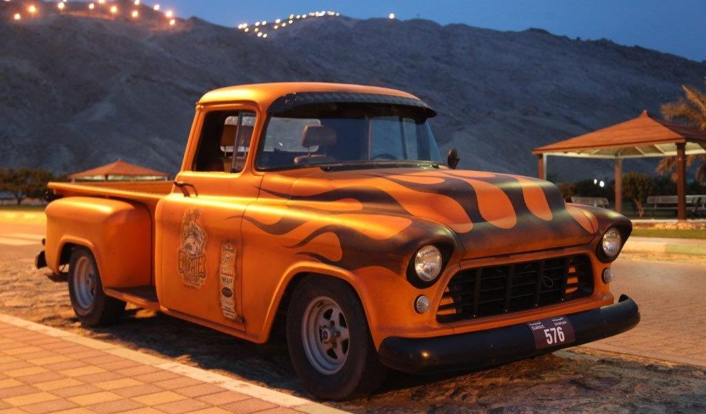 Roadtrip – 7 Emirate in einem 56er Chevy Pickup